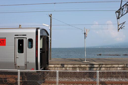 銀色の列車