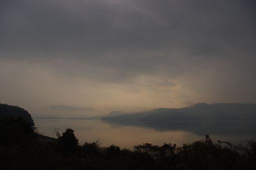 霧の大村湾